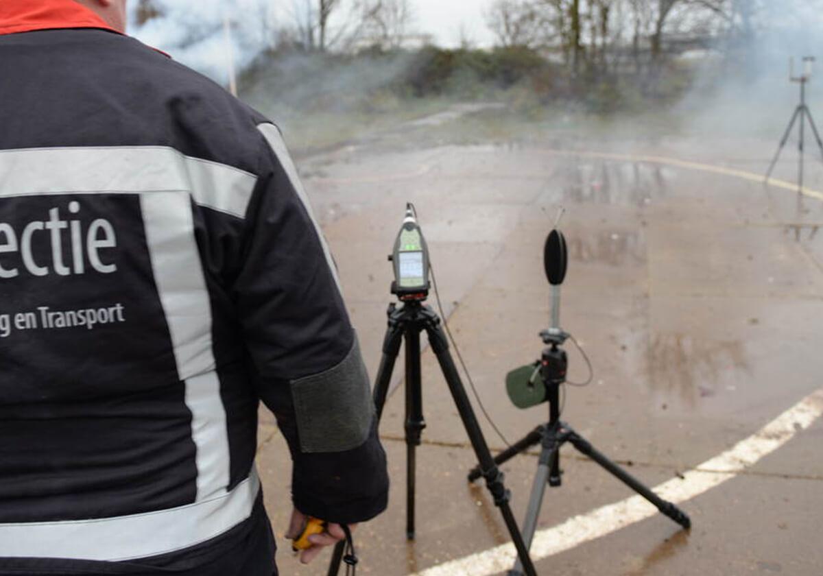 De ILT controleert of goedgekeurd consumentenvuurwerk daadwerkelijk aan de Europese eisen voldoet die aan dit vuurwerk worden gesteld.